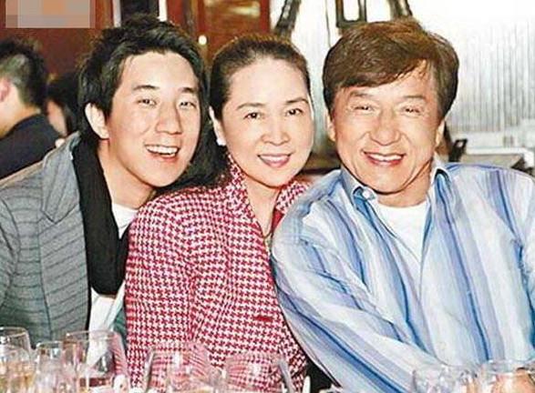 成龙曾谈林凤娇:我有很多女朋友 因她怀孕才结婚