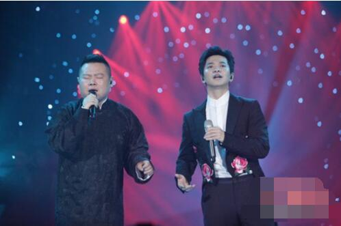 """太委屈!岳云鹏""""歌手""""帮唱想牵手却被李健拒绝了"""