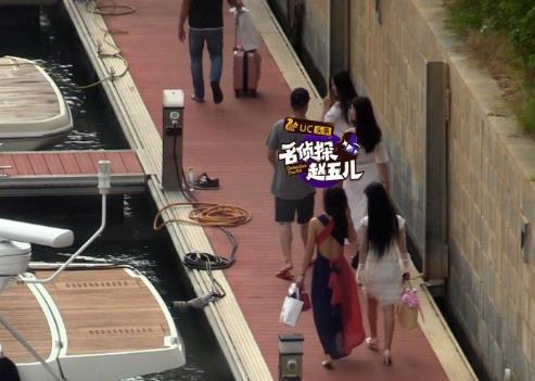 李亚鹏与美女游三亚被拍 亲自开船好霸气(图)