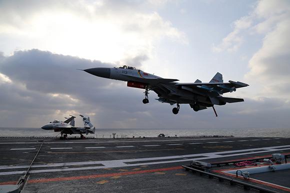 新型航母舰载机歼-15B要量产?专家:完全可期待
