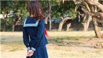 少女水手服下竟藏着不为人知的秘密