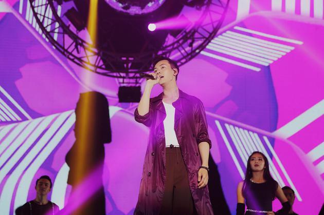 陈伟霆演唱会收官告白粉丝:我是最幸福的人