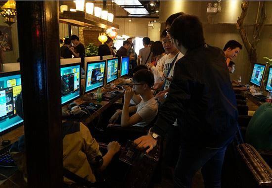 美媒:深入中国网吧 青年人正在那儿消磨时光