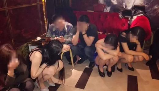 山东扫黄现场:8名警察智取75人(图)