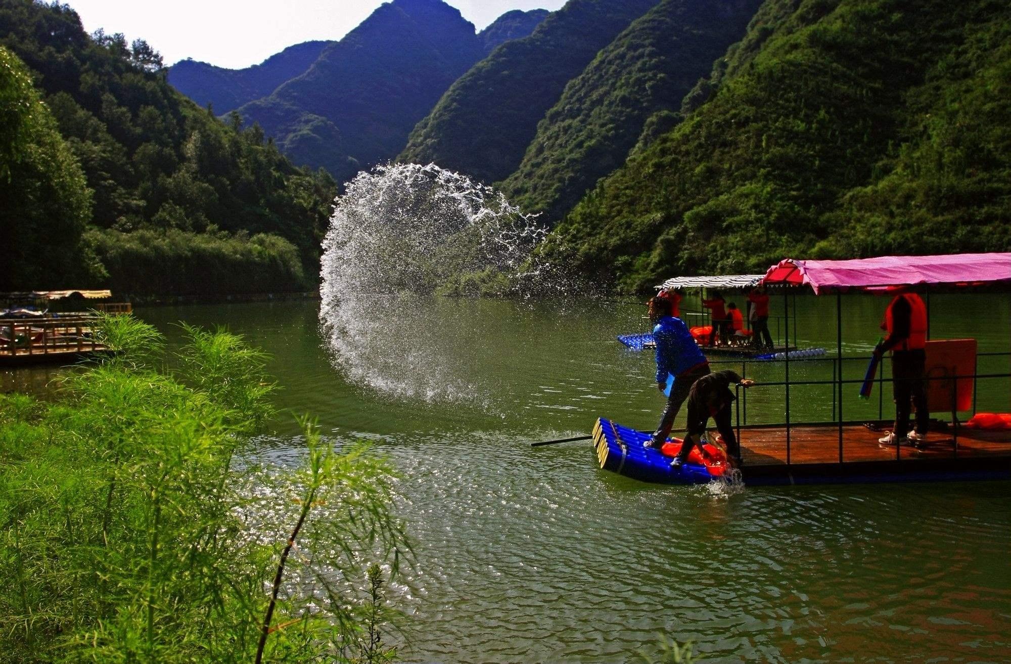 旅游    豫西大峡谷风景区,位于豫,秦,晋三省结合部的三门峡市卢氏县