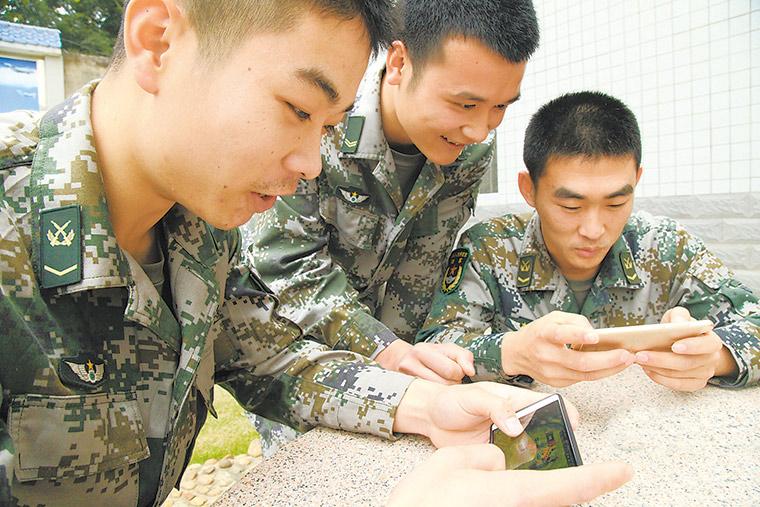 军报:玩出战斗力?手机游戏在军营如何打开
