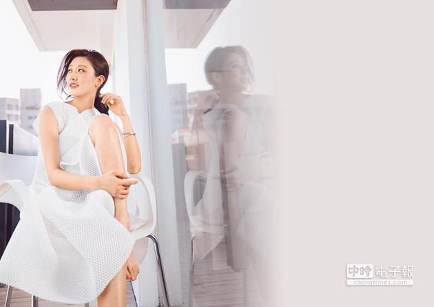 林逸欣拍戏被江宏恩公主抱 不慎摔伤骨盆无法下床