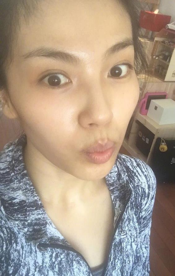 刘涛清晨跑步晒早餐 素颜的她看起来好憔悴