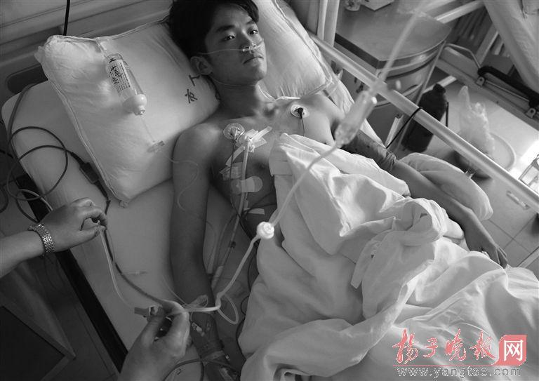 徐州一高考生插着导管进考场 考完直接进手术室