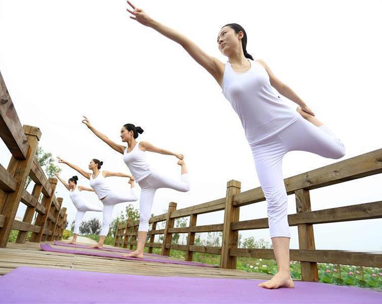 安徽蚌埠:国际瑜伽日 瑜伽秀起来