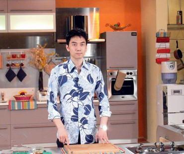 """做饭品菜爬网线!""""绅士怼""""林依轮私下活得像水军"""