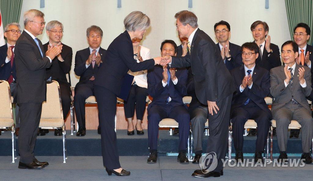 韩国首位女外长:曾被曝履历污点