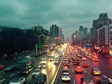北京夜里的城市摆渡人