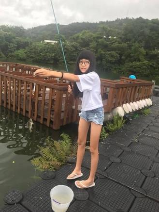 袁惟仁女儿近照曝光 12岁就有超逆天长腿