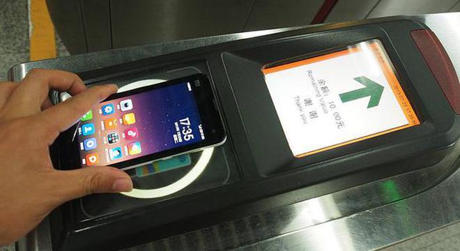 北京地铁今起试点刷手机出行:苹果手机无法使用
