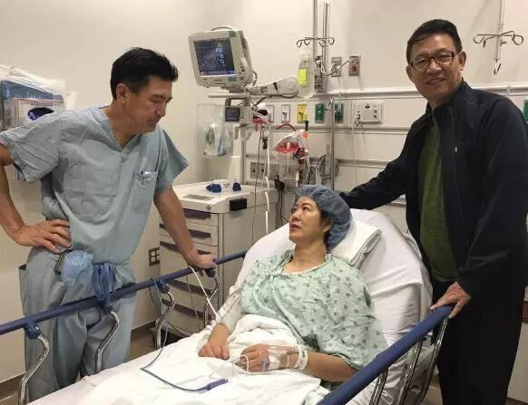 郎平芝加哥手术成功显憔悴 走路只能靠助行器(图)