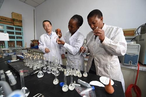 美媒:中国超越美英 成非洲学生主要留学地 - 天在上头 - 我的信息博客