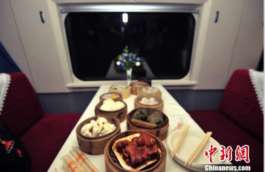 高铁网上订餐系统接入支付宝:可叫外卖送餐上车-凤凰新闻