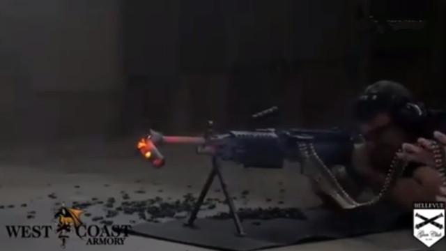 连续射击700发弹药是什么体验?枪口的消音装置都被熔断