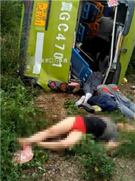 河北惨烈车祸致11人死亡