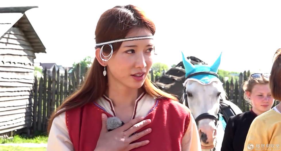 林志玲见马失魂眼含泪花 12年前曾摔断7根肋骨