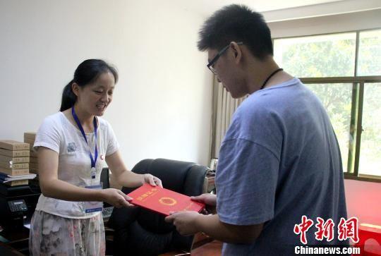 湖南准大学生心系九寨沟 捐万元奖学金支援震区