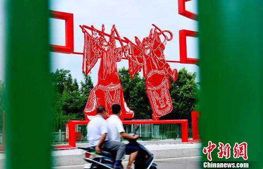 巨型剪纸造型文化墙扮靓乐平街头 图