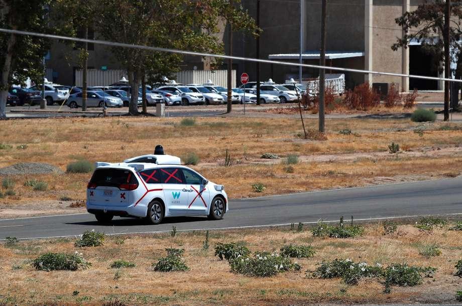谷歌旗下Waymo无人车测试过程中发生轻微事故