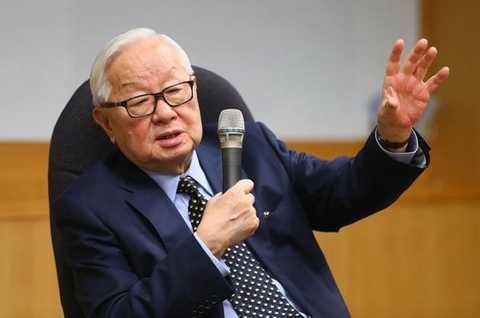 """苹果的""""核芯""""命脉 掌握在一位86岁的老华人手里"""