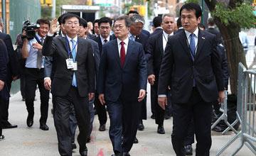 纽约堵车 法韩两国总统走路去开会