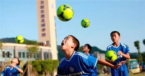 南京新命名135所校园足球特色学校 每周一节足球课