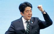 安倍用三个药方将日本带出低迷