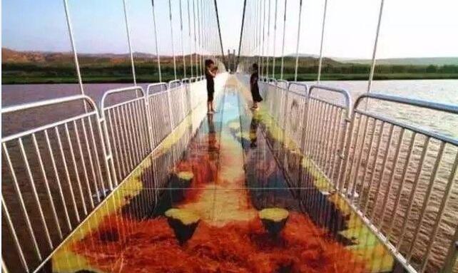 玩的就是心跳!中国首座3D玻璃桥