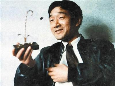 严顺开:中国唯一金拐杖得主 年过古稀下海水拍戏