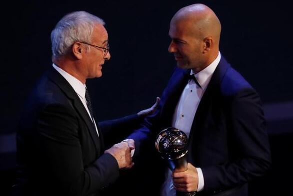 FIFA大奖一览:齐达内布冯获奖 吉鲁斩获最佳进球