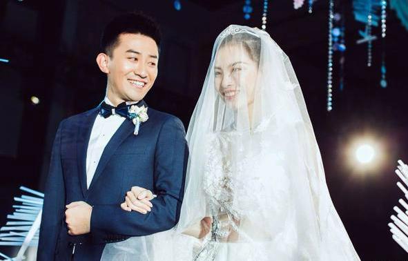 吴敏霞婚后晒自拍