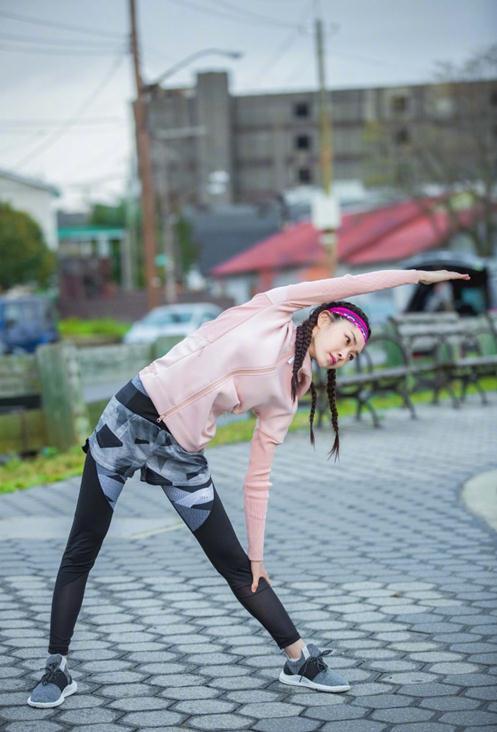 宋轶纽约马拉松活力开跑 嘻哈脏辫与运动活力混搭