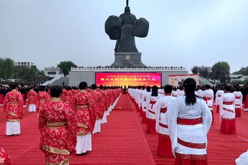 400余名西工大附中学子在汉城湖完成传统成人