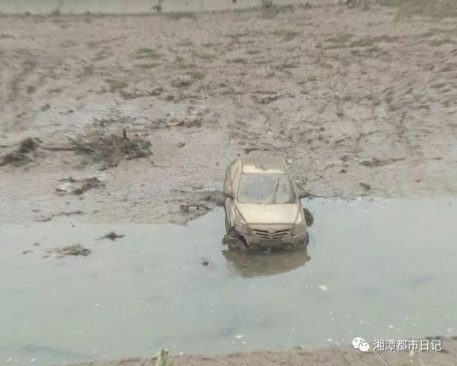 水坝清淤发现汽车和尸体