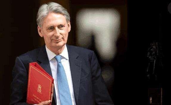 """英国财相哈蒙德:""""越来越有信心""""与欧盟达成协议"""