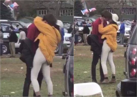 奥巴马大女儿与小伙当众接吻 对方英富二代兼学霸