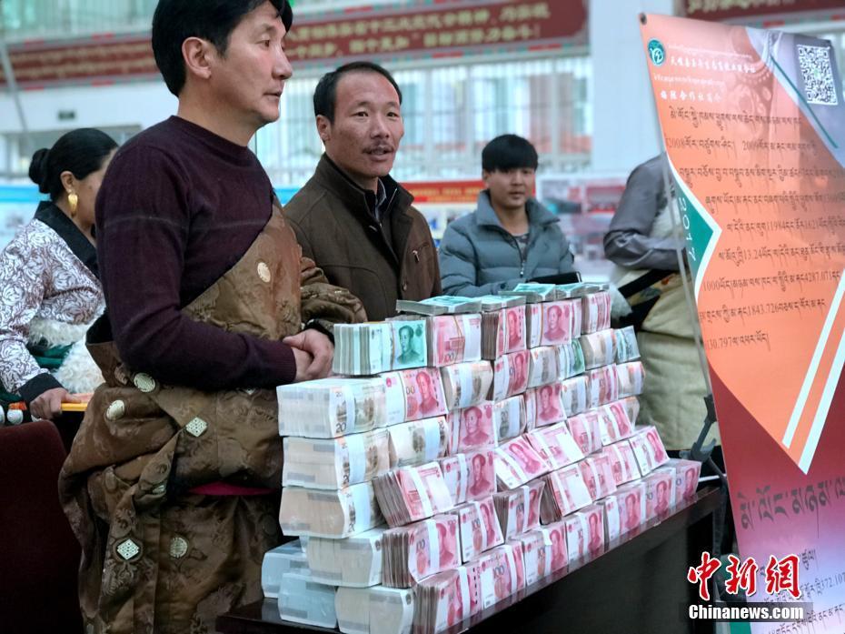 青海上千牧民提麻袋参与分红_资讯频道_凤凰网