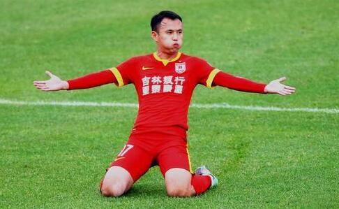 姜至鹏确定无缘东亚杯 国足紧急征调亚泰新核入队