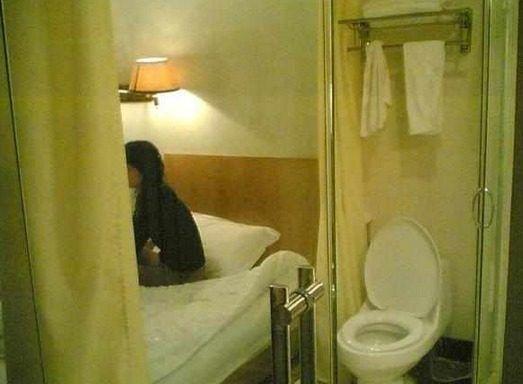 酒店浴室为何都是透明玻璃?真相令人愤怒