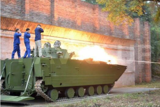 中国两栖战车水上速度最快 俄专家称快也没用
