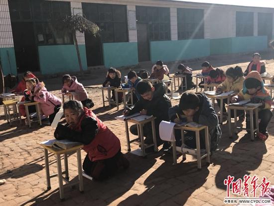 """曲阳县委书记回应""""村小未供暖"""":已做协调,最晚明天全供上"""