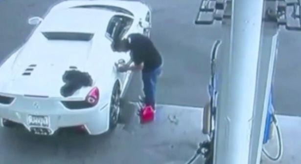 蠢贼偷法拉利后没钱买汽油 在街头讨钱被捕