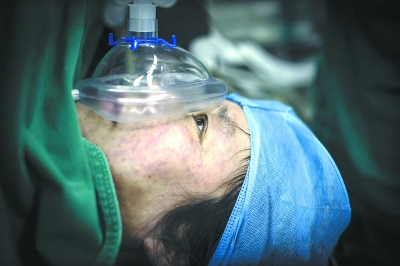 战士天津大爆炸牺牲两年后_英雄母亲诞下一对龙凤胎