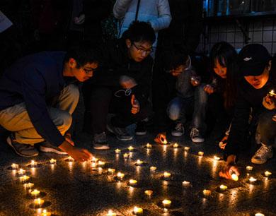 赣州高校学生组织活动缅怀南京大屠杀死难者