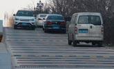 """陕西一百米辅道设置41条减速带 被称""""最强搓衣板"""""""